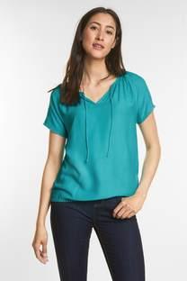 Vrouwelijk shirt met biezen